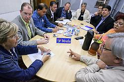 Equipe durante reunião de trabalho. FOTO: Jefferson Bernardes/Preview.com