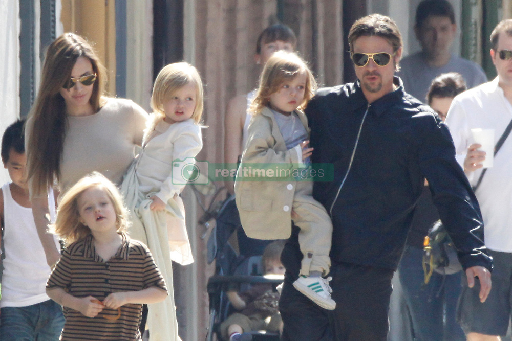 Brad Pitt and Angelina Jolie go for a walk with their six children Maddox, Pax, Zahara, Shiloh, Knox, and Vivienne in their neighborhood in New Orleans, LA, USA on March 20, 2011. Photo by Mehdi Taamallah/ABACAUSA.com  | 268022_015 New Orleans Nouvelle Orleans