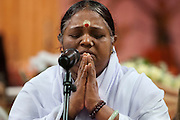 Voor de darshan mediteert Amma. In de Expo in Houten is Mata Amritanandamayi, beter bekend als Amma of 'hugging mother', aanwezig om mensen te omhelzen en te inspireren. Het driedaags benefiet in Houten is het grootste spirituele festival in Nederland en zal naar verwachting 15.000 bezoekers trekken.<br /> <br /> Before she starts with the darshan Amma is meditating. In the Expo in Houten people are gathering to get a darshan, or hug, by  Mata Amritanandamayi, also known as Amma or 'hugging mother'. Amma is travelling through the world to hug people for inspiring them to make a better world. Amma is one of the twelve most influence spiritual leaders of the world. The event in Houten lasts for three days and is the biggest spiritual event of The Netherlands.