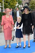 Bruiloft van Viktória Cservenyák met prins Jaime de Bourbon de Parme in de Onze Lieve Vrouwe ten Hemelopnemingkerk, Apeldoorn.<br /> <br /> Wedding of Viktoria Cservenyák with Prince Jaime de Bourbon Parme in Our Lady at Ascension Church, Apeldoorn.<br /> <br /> Op de foto / On the photo: <br /> <br /> <br /> <br />  Prinses Beatrix en Prinses Mabel en Luana / Princess Beatrix and Princess Mabel and Luana