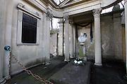 Karlovy Vary (Karlsbad)/Tschechische Republik, CZE, 14.12.06: Prunkvolle Grabstätte der Familie Mattoni mit Büste und Deutscher Inschrift auf dem Hauptfriedhof in Drahovice, Karlovy Vary (Karlsbad).<br /> <br /> Karlovy Vary (Karlsbad)/Czech Republic, CZE, 14.12.06: Pompously grave of the Mattoni family with German language inscription at the Central Cemetery in Drahovice, Karlovy Vary (Karlsbad).