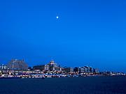 Kurhaus in de avond, The Hague Beach, Scheveningen -  Kurhaus by night, The Hague Beach, Scheveningen, Netherlands