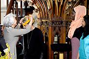 Prinses Mabel heeft in de Grote Kerk in Vlaardingen namens de mede door haar opgerichte organisatie Girls Not Brides de Geuzenpenning in ontvangst genomen.<br /> <br /> In the Grote Kerk in Vlaardingen, Princess Mabel received the Geuzen Medal on behalf of the organization Girls Not Brides, which she co-founded.<br /> <br /> op de foto / On the photo: <br />  De penning werd overhandigd aan Mabel van Oranje door Lilian Goncalves, oud-voorzitter van Amnesty International.