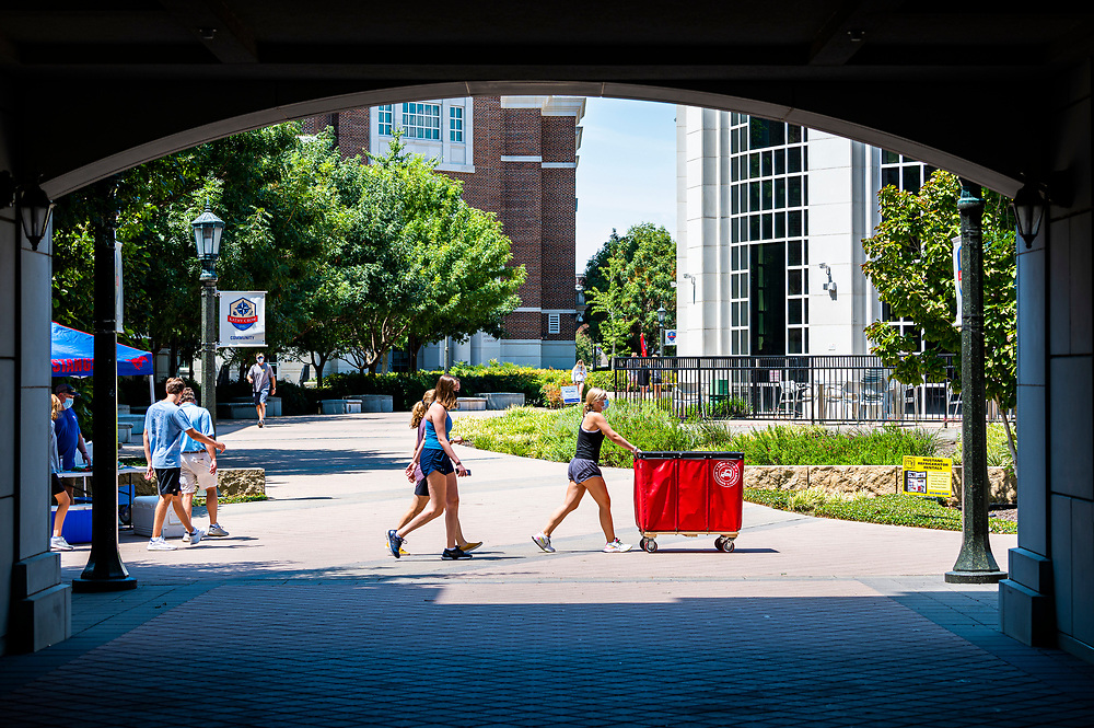 SMU first year students move into the residential commons, Thursday, August 20, 2020 on the SMU Campus.