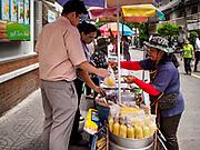 20 SEPTEMBER 2018 - BANGKOK, THAILAND:  Street food venders of Sukhumvit Soi 16 in Bangkok.    PHOTO BY JACK KURTZ