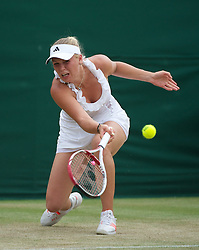 27.06.2011, Wimbledon, London, GBR, WTA Tour, Wimbledon Tennis Championships, im Bild Caroline Wozniacki (DEN) in action during the Ladies' Singles 4th Round match on day seven of the Wimbledon Lawn Tennis Championships at the All England Lawn Tennis and Croquet Club. EXPA Pictures © 2011, PhotoCredit: EXPA/ Propaganda/ David Rawcliffe +++++ ATTENTION - OUT OF ENGLAND/UK +++++ // SPORTIDA PHOTO AGENCY