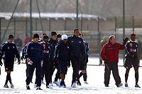 Fotball<br /> Frankrike<br /> Foto: imago/Digitalsport<br /> NORWAY ONLY<br /> <br /> 29.12.2005 <br /> <br /> Training Lyon v.li.: Torwart Grgory Coupet, Sidney Govou, Florent Malouda und John Carew, abseits führt Trainer Gerard Houllier (2.v.li.) mit Mahamadou Diarra ein Einzelgespräch