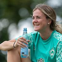 02.08.2020, wohninvest Weserstadion Platz 12, Bremen, GER,FSP, FLYERALARM, FFBL SV Werder Bremen vs  SV Henstedt-Ulzburg, <br /> <br /> <br /> <br />  im Bild<br /> Julia Kofler (WerderBremen11) schaute sich das Spiel vom Spielfeld an<br /> <br /> <br /> Foto © nordphoto / Kokenge