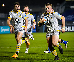 Tom Cruse of Wasps carries towards the try line - Mandatory by-line: Andy Watts/JMP - 08/01/2021 - RUGBY - Recreation Ground - Bath, England - Bath Rugby v Wasps - Gallagher Premiership Rugby