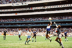 June 21, 1986 - 860621 VM, kvartsfinal, England - Argentina: Diego Maradona och Peter Shilton.© Bildbyran - © 3 (Credit Image: © Bildbyran via ZUMA Press)