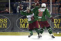 Ishockey<br /> GET-Ligaen<br /> 08.01.08<br /> Askerhallen<br /> Frisk Asker - Storhamar<br /> Chris Abbott jubler for sin 3-1 scoring med Sebastian Skaar<br /> Foto - Kasper Wikestad