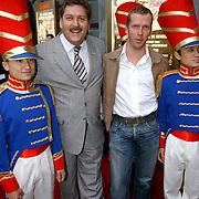 NLD/Huizen/20050706 - Premiere Nieuw Groot Chinees Staatscircus, Henk Krol en partner Reon Nettenbreijers