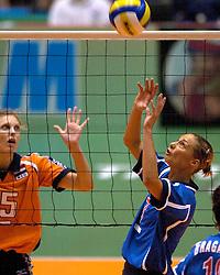 17-06-2000 JAP: OKT Volleybal 2000, Tokyo<br /> Nederland - Italie 2-3 / Ingrid Visser en  Maurizia Cacciatori