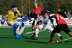 23-10-2011 HOCKEY: SCHAERWEIJDE - PINOKE: ZEIST<br /> (L-R) Keeper Diederik Mars, Roderik Reinstra, Lloyd Madsen RSA, Ali Akhtar PAK<br /> ©2011-FotoHoogendoorn.nl / Peter Schalk