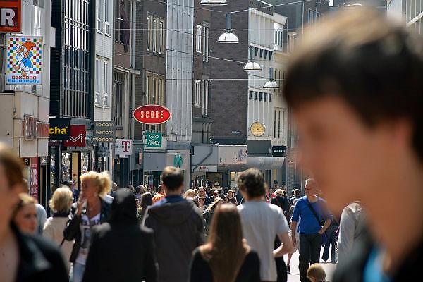 Nederland, Nijmegen, 5-5-2014Drukte in het centrum.Winkelstraat, Broerstraat, in Nijmegen. architectuur,wederopbouwFoto: Flip Franssen/Hollandse Hoogte