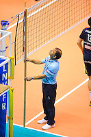 Arbitre verifiant la hauteur du filet - 14.03.2015 - Lyon / Paris - 24e journee Ligue A<br /> Photo : Jean Paul Thomas / Icon Sport