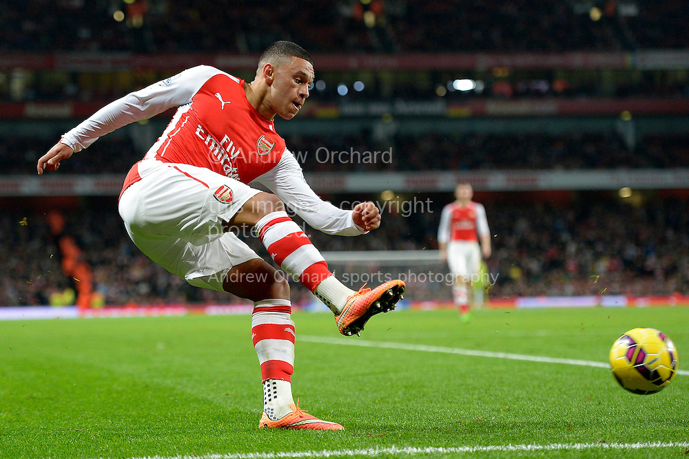 Alex Oxlade-Chamberlain of Arsenal in action. Barclays Premier league match, Arsenal v Manchester Utd at the Emirates Stadium in London on Saturday 22nd November 2014.<br /> pic by John Patrick Fletcher, Andrew Orchard sports photography.