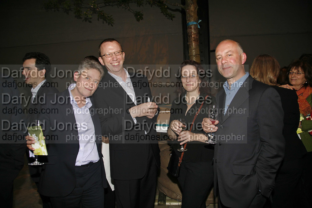 NIKKI BELL, FERGUS MUIR, LEORA BROOK AND BEN LANGLANDS, Launch of Tat Modern's rehang of its permanent Collection in partnership with UBS. Tate Modertn. 23 May 2006. ONE TIME USE ONLY - DO NOT ARCHIVE  © Copyright Photograph by Dafydd Jones 66 Stockwell Park Rd. London SW9 0DA Tel 020 7733 0108 www.dafjones.com