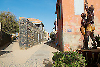 """Senegal, ile de Goree, Patrimoine Unesco, """"La statue de la libération de l'Escalavage"""" par Jean et Christian Moisa. Gorée a été du XVe au XIXe siècle le plus grand centre de commerce d'esclaves de la côte africaine, L'île de Gorée reste encore aujourd'hui un symbole de l'exploitation humaine et un sanctuaire pour la réconciliation.// Senegal, Goree island, """" The statue f slavery freedom"""". Unesco World Heritage. The island of Goree was a traditional slaving and trading port, by the colonial powers of Europe. It is a small town of historic houses, with a fort and a protected harbour for trading."""