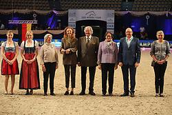 Prizegiving<br /> Grand Prix Dressage München 2015<br /> © Hippo Foto - Stefan Lafrentz