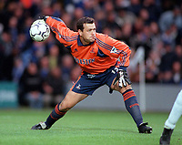 Neil Sullivan - Tottenham. Chelsea v Tottenham Hotspur. FA Premiership 28/10/00. Credit: Colorsport / Andrew Cowie.