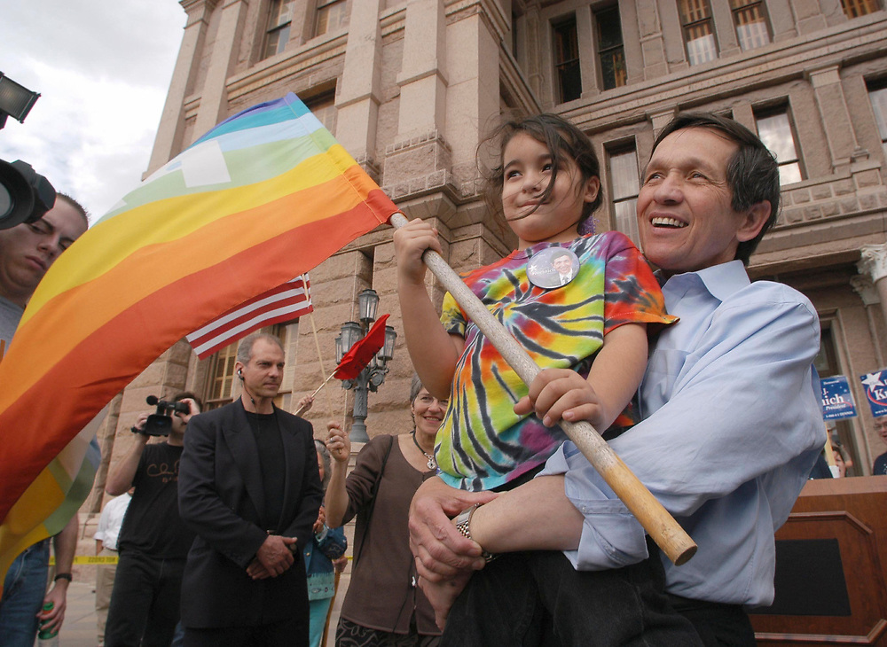 Austin, Texas January 3, 2004: Democratic presidential candidate Dennis Kucinich appears at an anti-war rally on the steps of the State Capitol in Austin.  The Ohio congressman urged the crowd of 600 to urge the Bush administration to end the war in Iraq. He is holding Jasmine Blue, 6, of Austin.   ©Bob Daemmrich