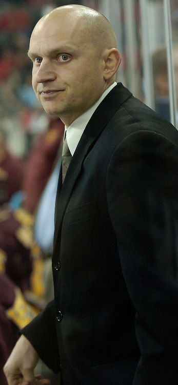 12/2/05  Omaha, NE Ferris State Assistant Coach Derek Lalonde at Qwest Center Omaha Friday night.(photo by Chris Machian/Prarie Pixel Group)