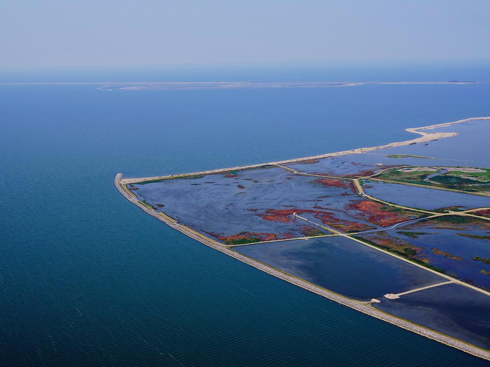 Nederland, Flevoland, Markermeer, 26-08-2019; Marker Wadden in het Markermeer. Noordpunt.<br /> Doel van het project van Natuurmonumenten en Rijkswaterstaat is natuurherstel, met name verbetering van de ecologie in het gebied, in het bijzonder de kwaliteit van bodem en water<br /> Naast het hoofdeiland is er inmiddels een tweede eiland in wording, de uiteindelijk Marker Wadden archipel zal uit vijf eilanden bestaan. <br /> Marker Wadden, artifial islands. The aim of the project is to restore the ecology in the area, in particular the quality of soil and water.<br /> The first phase of the construction, the main island, is finished. <br /> <br /> luchtfoto (toeslag op standard tarieven);<br /> aerial photo (additional fee required);<br /> copyright foto/photo Siebe Swart