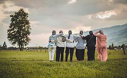 THEMENBILD - junge Frauen aus Katar auf einer Wiese mit dem Panorama des Oberpinzgau im Kapruner Moos. Jedes Jahr besuchen mehrere Tausend Gäste aus dem arabischen Raum die Urlaubsregion im Salzburger Pinzgau, aufgenommen am 05. August 2018 in Kaprun, Österreich // young women from Qatar on a meadow with the panorama of the Oberpinzgau in Kapruner Moos. Every year thousands of guests from Arab countries takes their holiday in Zell am See - Kaprun Region, Kaprun, Austria on 2018/08/05. EXPA Pictures © 2018, PhotoCredit: EXPA/ JFK
