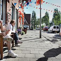 Nederland, Amsterdam , 21 mei 2010..De Waddenweg in amsterdam Noord..Iets verderop links vond enkele weken geleden een geweldadige overval plaats bij een tabakswinkel waarbij de eigenaar zwaar gewond raakte..Foto:Jean-Pierre Jans