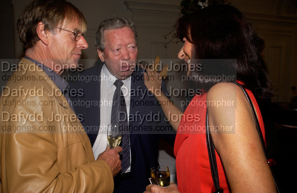 Trevor Grove, Anthony Howard and Valerie Grove, 'Feast Food that celebrates Life' by Nigella Lawson- book launch. Cadogan Hall, Sloane Terace. 11 October 2004. ONE TIME USE ONLY - DO NOT ARCHIVE  © Copyright Photograph by Dafydd Jones 66 Stockwell Park Rd. London SW9 0DA Tel 020 7733 0108 www.dafjones.com