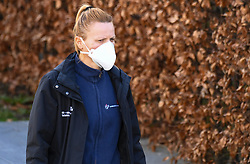 17.03.2020, Innsbruck, AUT, Coronavirus in Österreich, tägliches Leben in der Coronavirus Krise, im Bild eine Frau mit Schutzmaske // a woman wear a protective mask. The Austrian government is pursuing aggressive measures in an effort to slow the ongoing spread of the coronavirus Innsbruck, Austria on 2020/03/17. EXPA Pictures © 2020, PhotoCredit: EXPA/ Erich Spiess