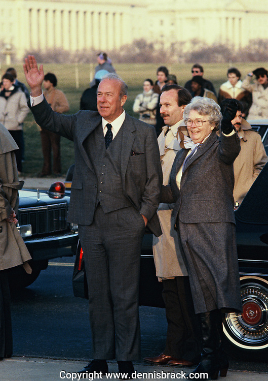 George Schultz and wife wave goodbye to a head of state  in April 1983<br /><br />Photo by Dennis Brack bb71