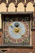 Wrocław, 2007-05-01. Wrocławski ratusz - zegar na fasadzie południowej.