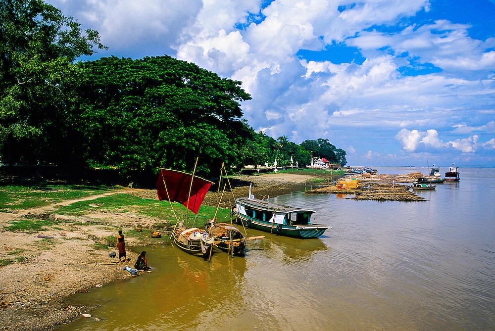 Mingun (on the Ayeyarwady RIver, near Mandalay), Burma (Myanmar)