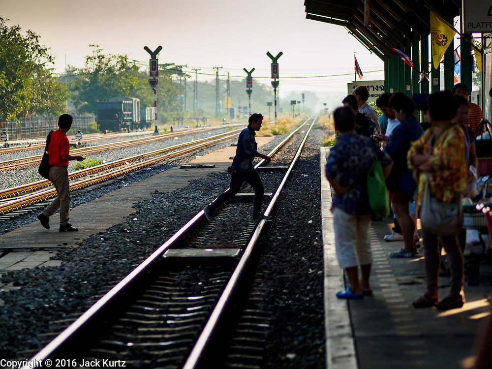 14 JANUARY 2016 - CHACHOENGSAO, CHACHOENGSAO, THAILAND: People cross the train tracks in Chachoengsao Train station east of Bangkok.          PHOTO BY JACK KURTZ