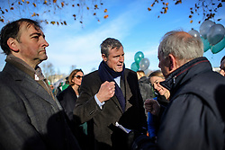 """© Licensed to London News Pictures. 19/11/2016. Richmond, UK. L to R ALISTAIR MCGOWAN, ZAC GOLDSMITH and GILES BRANDRETH attend the rally.  Campaigners take part in a demonstration against the expansion of Heathrow Airport and the building of a third runway. Former conservative MP Zac Goldsmith is due to take part in a series of events in which some activists have threatened """"direct action"""". Photo credit: Ben Cawthra/LNP"""