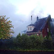 NLD/Naarden/20050928 - Brand in restaurant in de Gloeiende Gerrit, Oud Huizerweg 2 Naarden