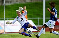 Fotball<br /> 4. September 2010<br /> Toppserien<br /> Arna Idrettspark<br /> Arna Bjørnar v Stabæk 7 - 0<br /> Reidun Seth (L) , Arna-Bjørnar klarer ikke redde skuddet fra Maiken Pape (R) , Stabæk<br /> Foto: Astrid M. Nordhaug