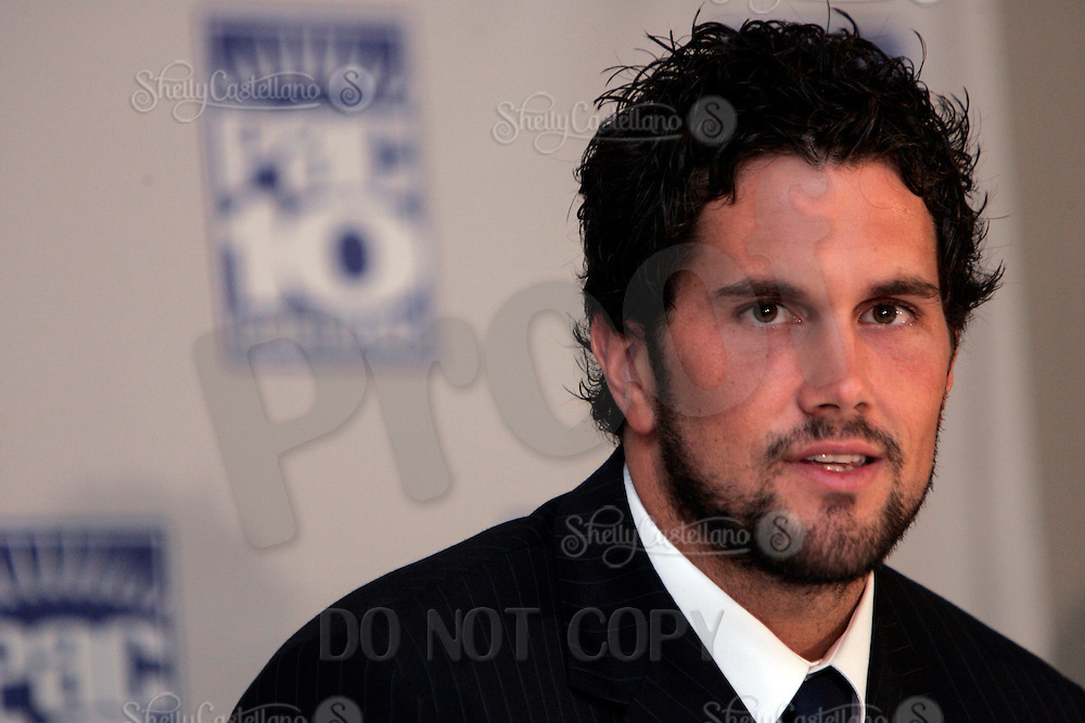 2 August 2005:  USC Trojan's quarterback player Matt Leinart sporting a beard, suit and tie speaks at the PAC-10 Football Media Day at the Sheraton Gateway Hotel at LAX in Los Angeles, CA.Headshot, horizontal.