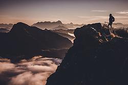 THEMENBILD - Silhouette einer Wanderin am Gipfel eines Berges über den Wolken bei Sonnenaufgang, aufgenommen am 16. September 2018 in Saalbach Hinterglemm, Österreich // Silhouette of a hiker at the top of a mountain above the clouds at sunrise, Saalbach Hinterglemm, Austria on 2018/09/16. EXPA Pictures © 2018, PhotoCredit: EXPA/ Stefanie Oberhauser