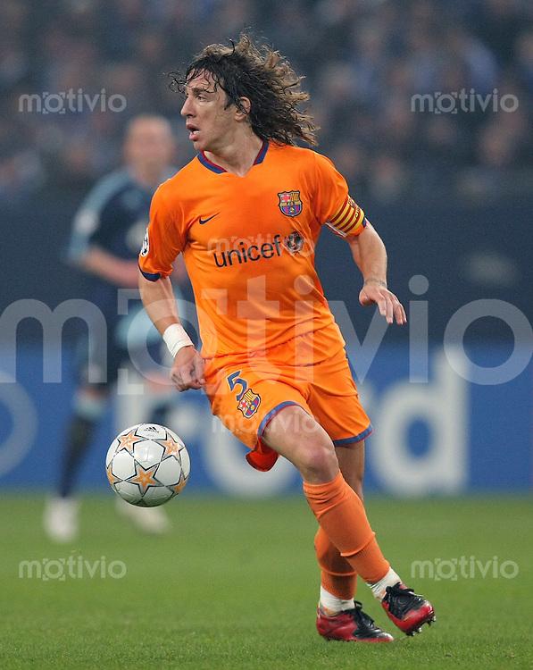 FUSSBALL  CHAMPIONS LEAGUE   VIERTELFINALE   SAISON 2007/2008 FC Schalke 04  - FC Barcelona                           01.04.2008 Carles PUYOL (FC Barcelona), Einzelaktion am Ball