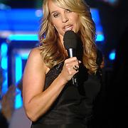 NLD/Weesp/20070311 - 1e Live uitzending Just the Two of Us, presentatrice Linda de Mol