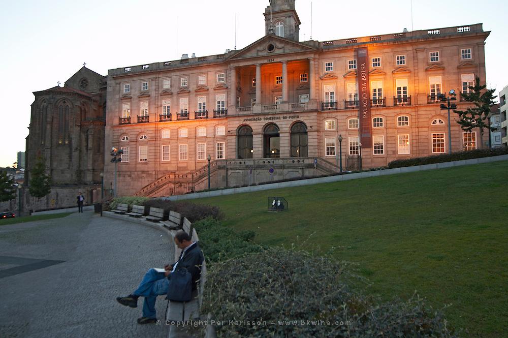 palacio da bolsa praca do infante dom henrique porto portugal