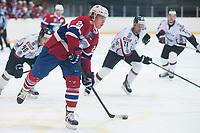 Ishockey<br /> 18. April 2015<br /> Landskamp<br /> Bergenshallen<br /> Norge - Latvia 2 - 1<br /> Morten Ask (L) , Norge<br /> Armands Berzins (R) , Latvia<br /> Foto: Astrid M. Nordhaug