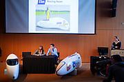 Het Human Power Team Delft en Amsterdam (HPT) en Elan Racing Team presenteren de rijders die in september een poging gaan wagen het wereldrecord mensaangedreven voertuigen te verbreken. Dat staat nu op 133 km/h. Voor HPT gaan Sebastiaan Bowier en Wil Baselemans rijden, Elan Racing Team heeft Jan Bos (midden), Johanneke Vis (links) en Ellen van Vugt (rechts) rijden.<br /> <br /> The Human Power Team Delft and Amsterdam (HPT) and Elan Racing Team are presenting the cyclists for the record attempt with human powered vehicles. Sebastiaan Bowier and Wil Baselmans will ride for the HPT, Jan Bos (center), Ellen van Vugt (right) and Johanneke Vis (left) will ride for the Elan Racing Team.