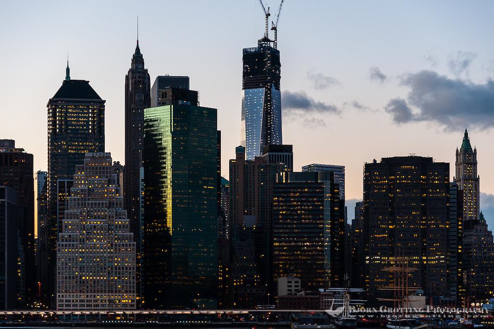 US, New York City. Lower Manhattan skyline from Brooklyn Heights Promenade.