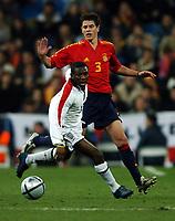 Fotball<br /> Privatlandskamp<br /> Spania v England<br /> 17. november 2004<br /> Foto: Digitalsport<br /> NORWAY ONLY<br /> Shaun Wright Phillips slips away from Spanish scorer Asier Del Horno