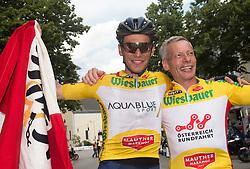 08.07.2017, Wels, AUT, Ö-Tour, Österreich Radrundfahrt 2017, 6. Etappe von St. Johann/Alpendorf nach Wels (203,9 km), Siegerehrung, im Bild v.l. Stefan Denifl (AUT, Team Aqua Blue Sport) im gelben Trikot mit Vater Ernst Denifl // f.l. Stefan Denifl of Austria (Aqua Blue Sport) in the yellow jersey and his father Ernst Denifl on Podium during winner ceremony for 6th stage from St. Johann/Alpendorf to Wels (203,9 km) of 2017 Tour of Austria. Wels, Austria on 2017/07/08. EXPA Pictures © 2017, PhotoCredit: EXPA/ Reinhard Eisenbauer
