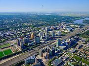 Nederland, Noord-Holland, Amsterdam, 02-09-2020; Amsterdam-Zuid, Zuid-as met ring A10. Gezien naar Buitenveldert, met opstijgend vliegtuig. Nieuwe Meer en Schiphol in het verschiet.<br /> Amsterdam-Zuid, Zuid-as with ring A10. Seen to Buitenveldert, Nieuwe Meer and Schiphol.<br /> <br /> luchtfoto (toeslag op standard tarieven);<br /> aerial photo (additional fee required);<br /> copyright foto/photo Siebe Swart